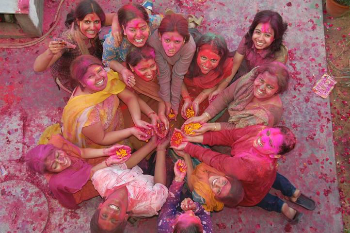 http://zgallery.zcubes.com/assets/Photos/Festivals/DSC_0127.JPG